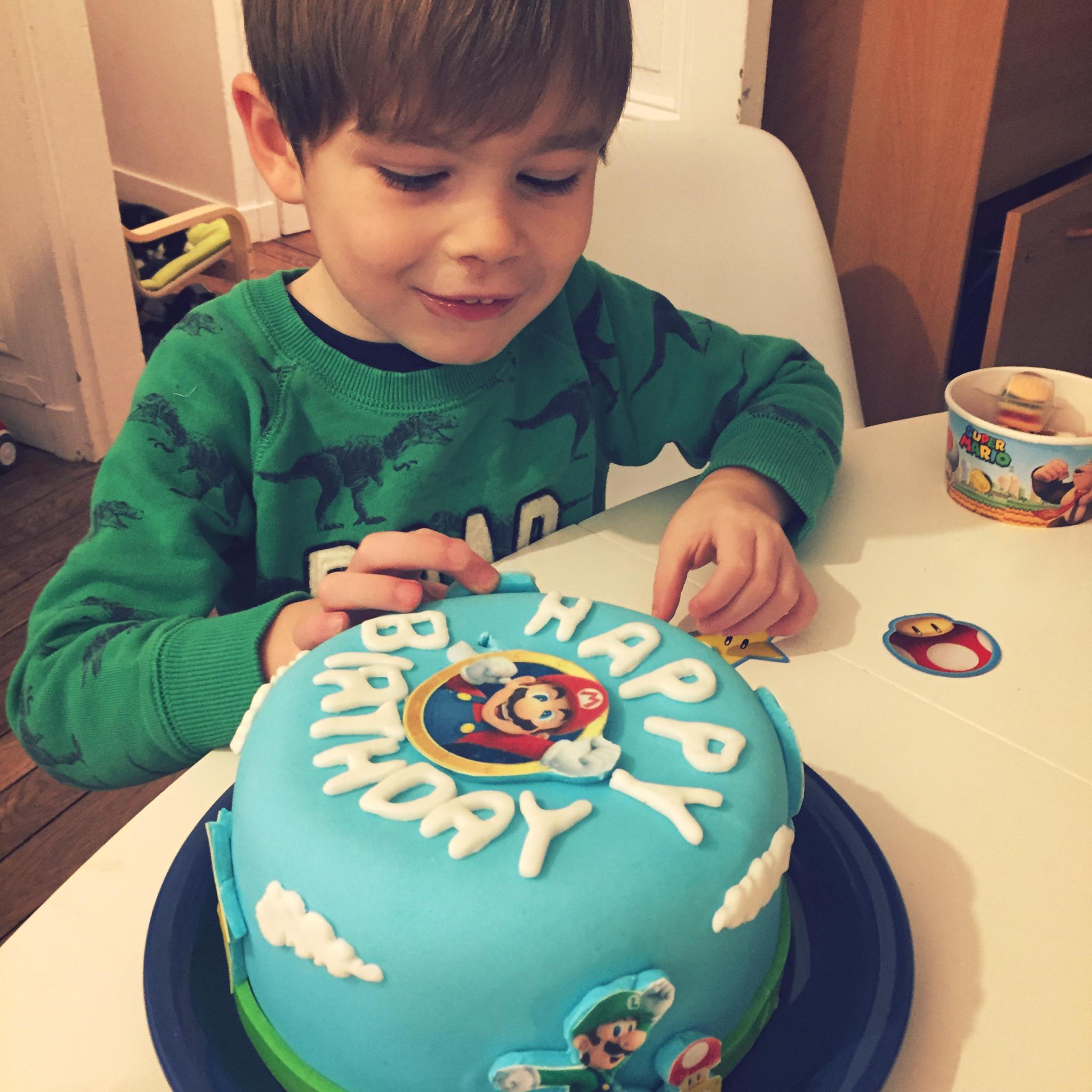 FUNBOOKER - anniversaire enfant 5 ans - gâteau d'anniversaire