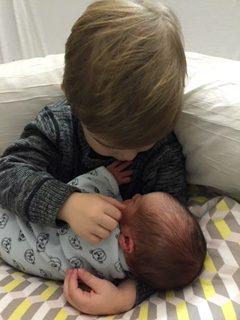 naissance - nouveau né - grand frère - petit frère -